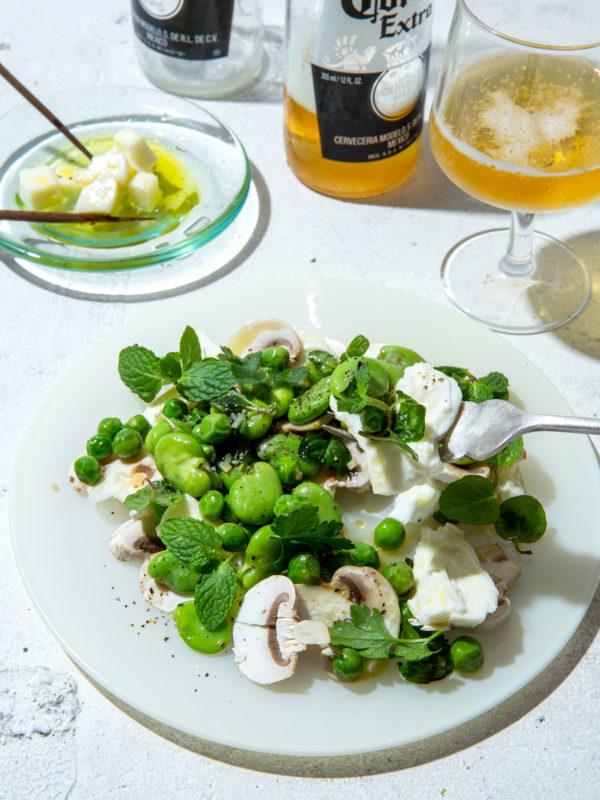 春の豆とフレッシュモッツァレラのサラダ